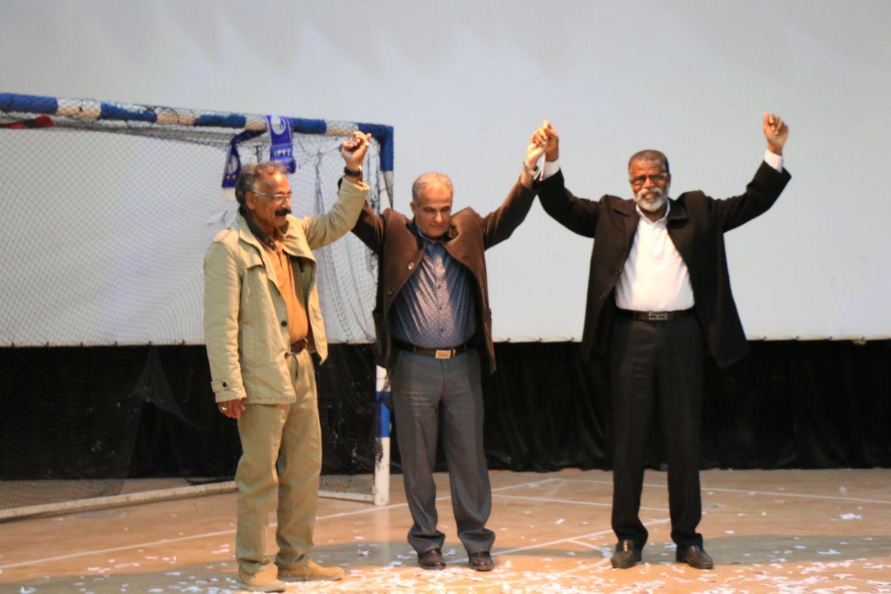 شب فوتبال در گناوه برگزار شد/ تجلیل از سه پیشکسوت فوتبال گناوه