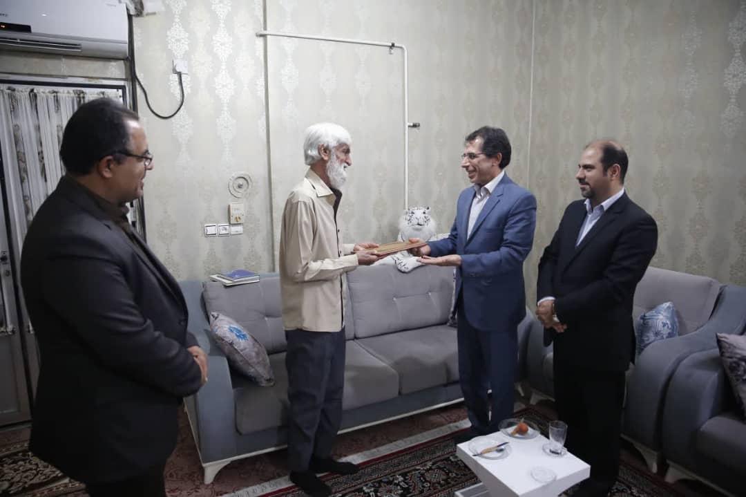 دیدار معاون استاندار بوشهر با پیشکسوت تئاتر