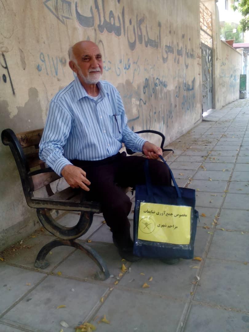 خدمت کردن به مردم هیچ محدودیتی ندارد!/ خبرنگاری که ضایعات فلزی را در خیابان ها جمع می کند