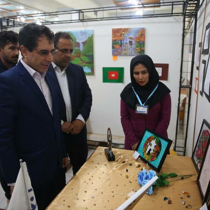 بازدید معاون استاندار بوشهر از نمایشگاه دستاوردهای دانشجویی