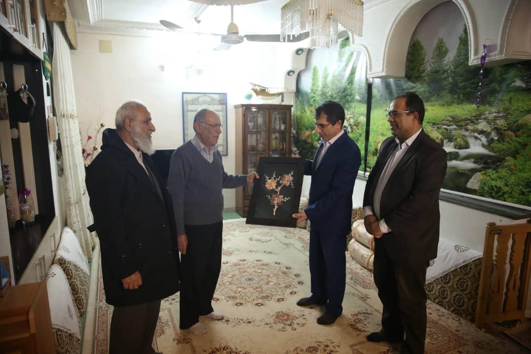 تقدیر معاون استاندار بوشهراز چهره فاخر فرهنگی استان بوشهر