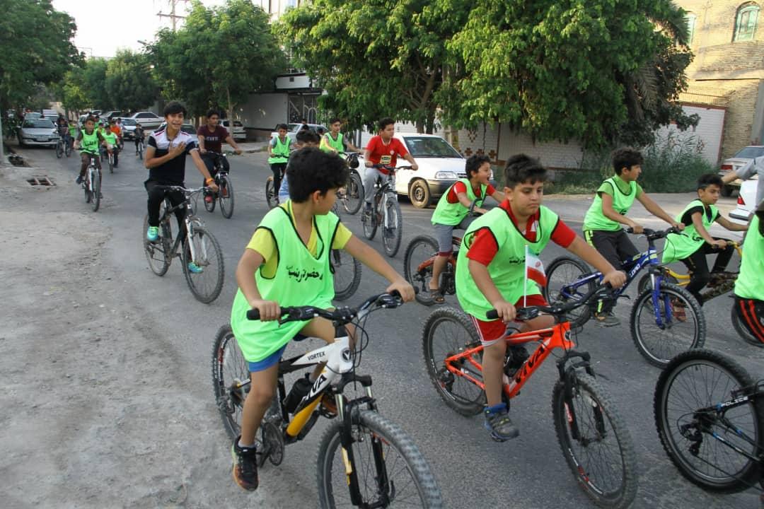 همایش دوچرخه سواری غدیر در گناوه برگزار شد